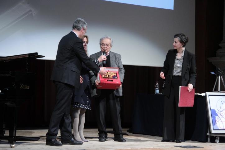 La consegna del Premio Bauer - Cà Foscari ad Adonis (fonte: incrocidicivilta13.blogspot.it)