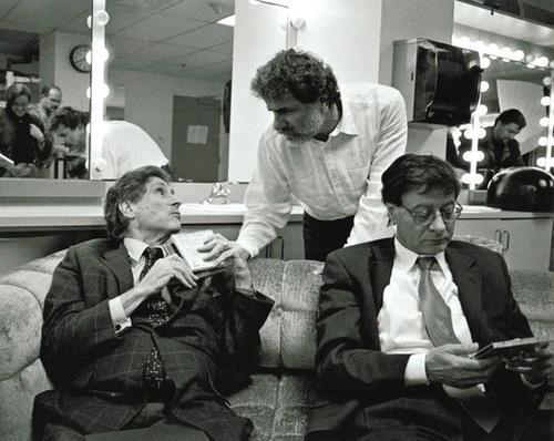 E a proposito, quant'è viva e bella questa immagine che ritrae Edward Said, Mahmoud Darwish e Marcel Khalife insieme?