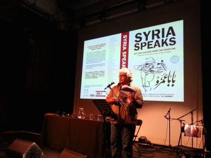 Lo scrittore Khaled Khalifa durante una delle tappe del tour inglese